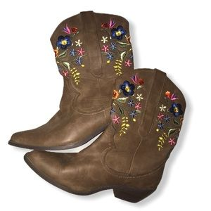 Call it spring flowered boots size 8